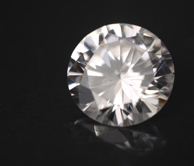 ダイヤモンドの原石を探しあてても磨く環境が無ければ、宝石にならない。