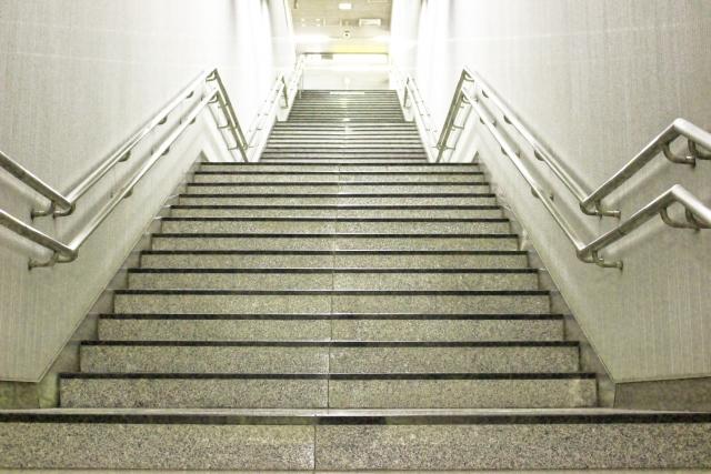 購買というゴールに向かう階段。段差は低い方が昇りやすい。