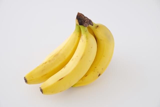 バナナの皮をむかずに食べようと思います?